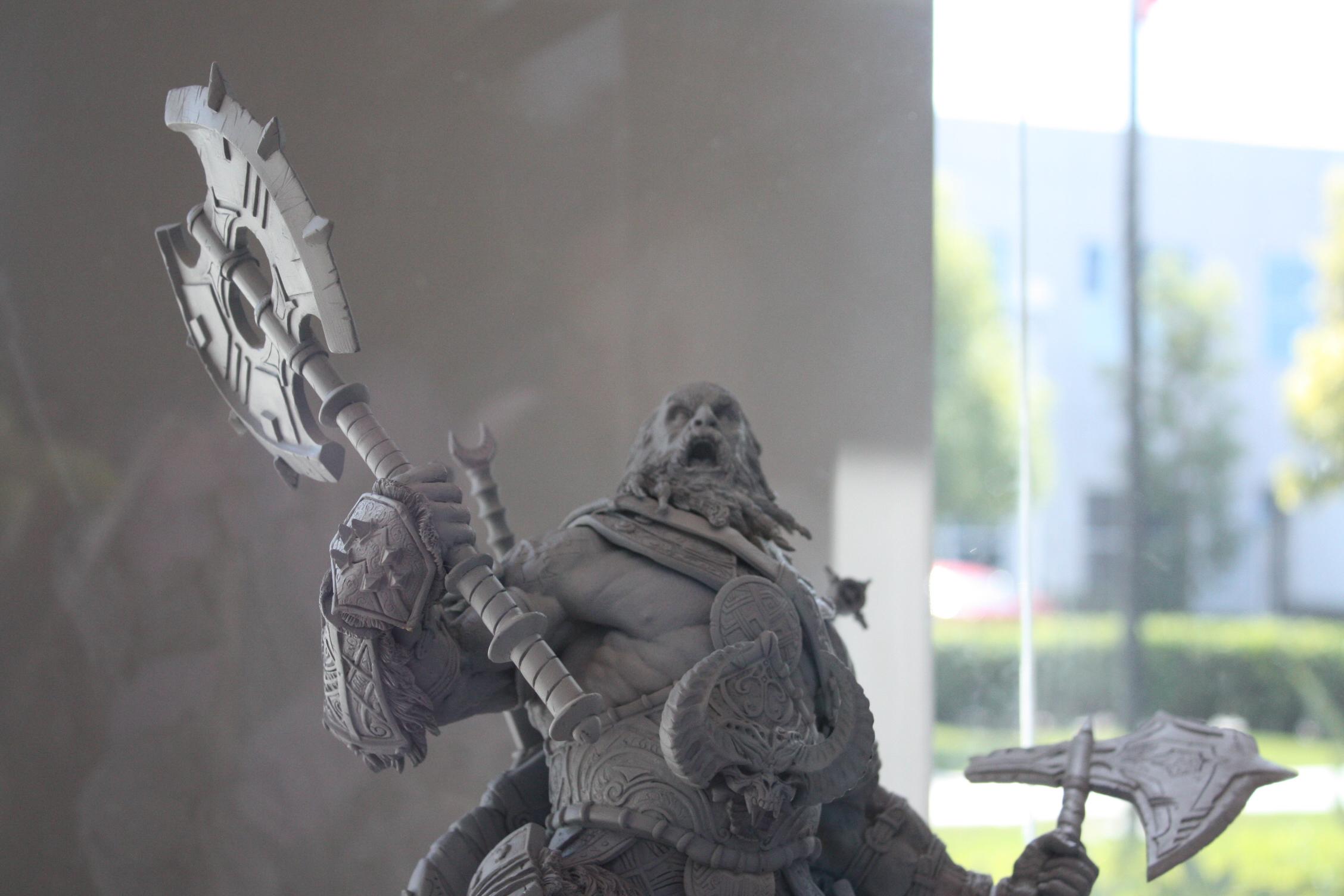 Photo de la statuette du barbare de Diablo III.